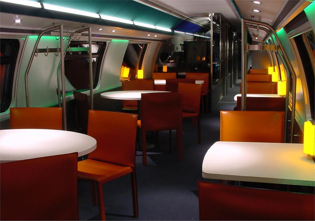 Photo d'une BR Voiture IC 2000, Prise à Genève-Aéroport le 18 avril 2002 07:43