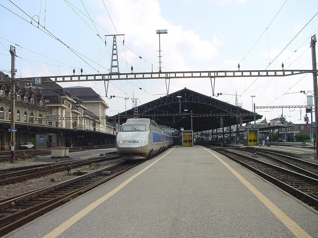 Photo d'une TGV, Prise à Lausanne le 6 septembre 2002 01:16