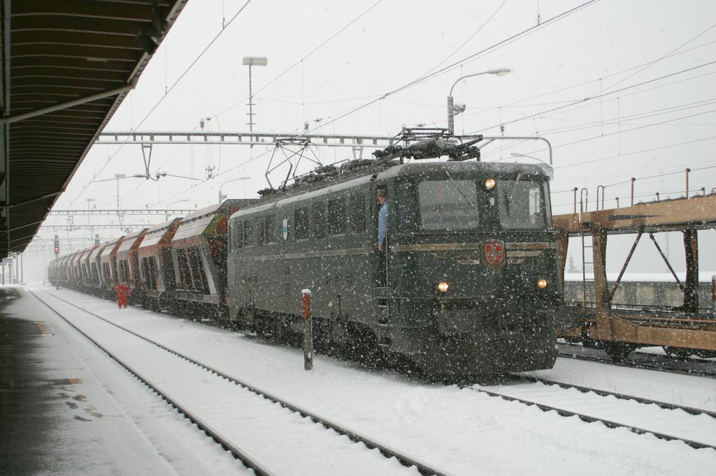 Photo d'une Ae 610 (Ae 6/6) 11403-11520, Prise à Göschenen le 7 novembre 2002 02:04