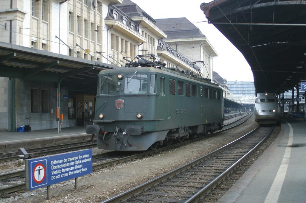 Photo d'une Ae 610 (Ae 6/6) 11403-11520, Prise à Lausanne le 19 décembre 2002 11:44
