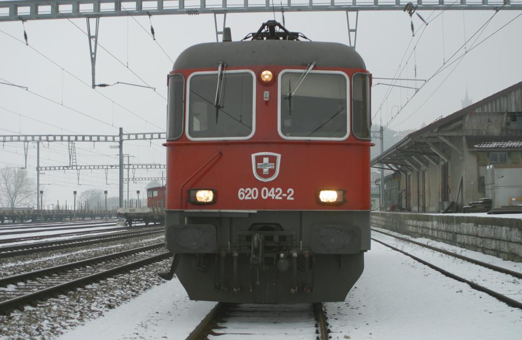 Photo d'une Re 620 (Re 6/6) 11605-11689, Prise à Romont le 9 janvier 2003 03:26