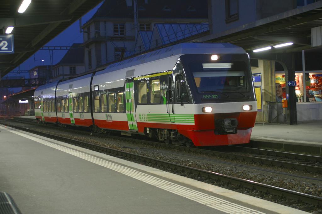 Photo d'une RABe 527 ???, Prise à Neuchâtel le 9 janvier 2003 05:26