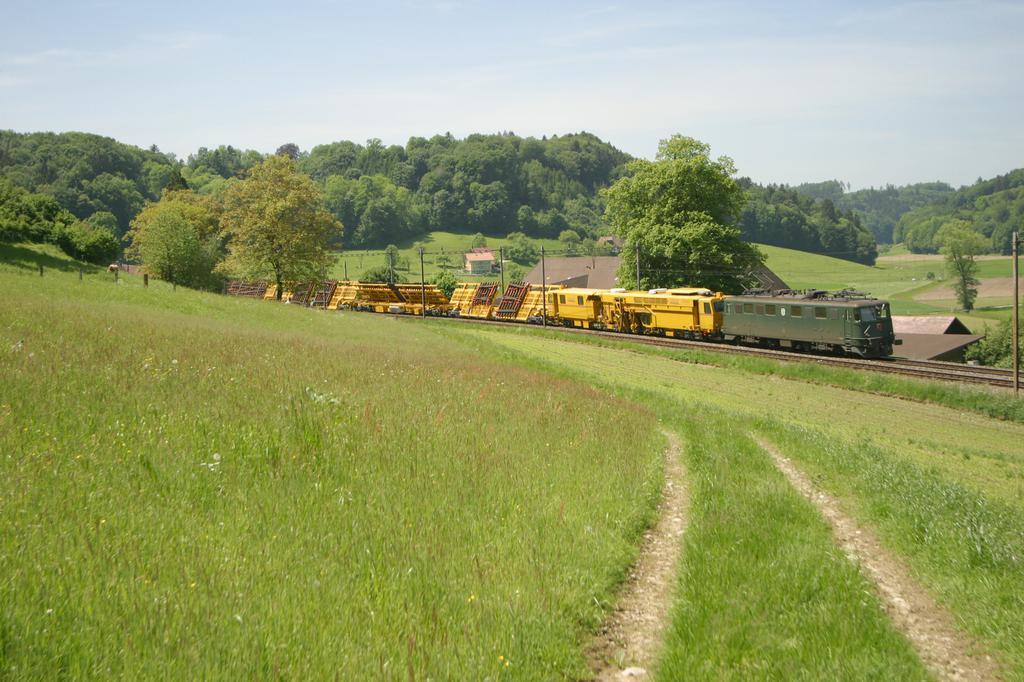 Photo d'une Ae 610 (Ae 6/6) 11403-11520, Prise à Burgdorf le 23 mai 2003 01:15