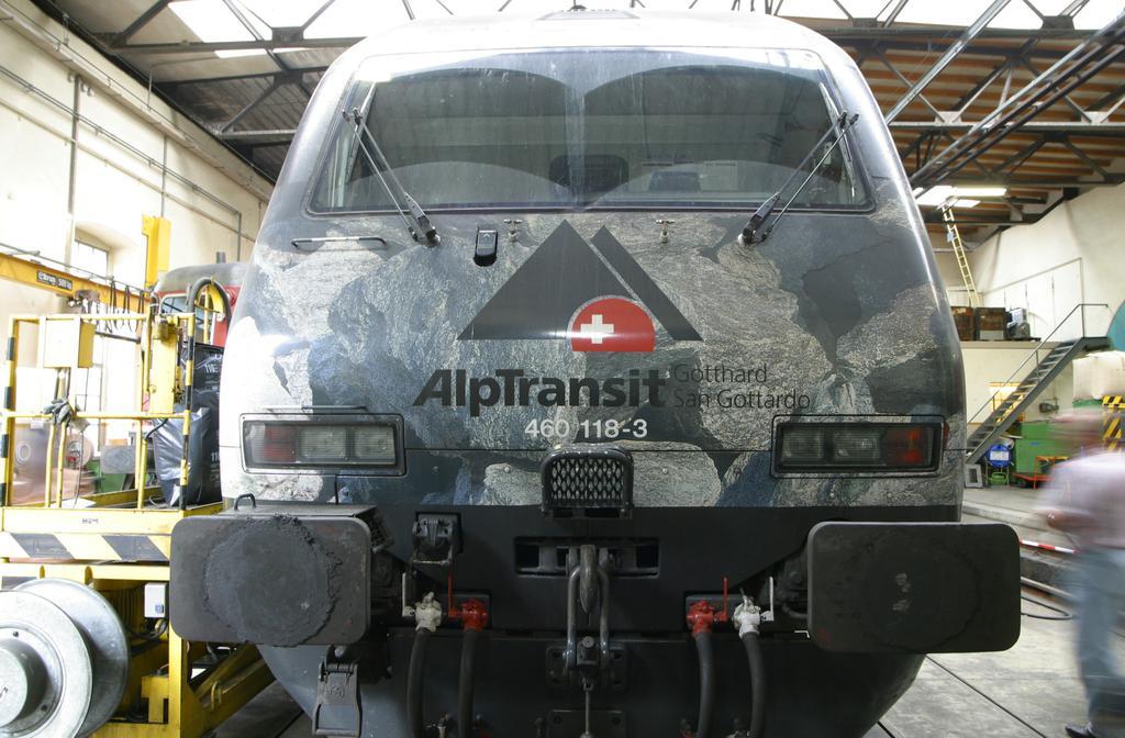Photo d'une Re 460 000-118, Prise à Erstfeld le 30 août 2003 11:27