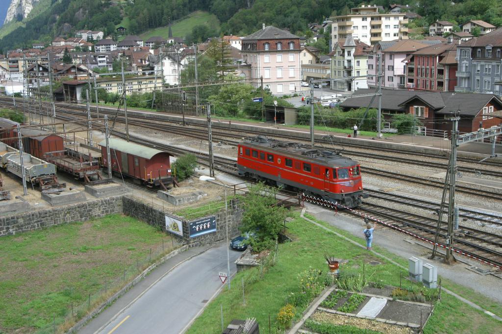 Photo d'une Ae 610 (Ae 6/6) 11401-11402, Prise à Erstfeld le 30 août 2003 12:18