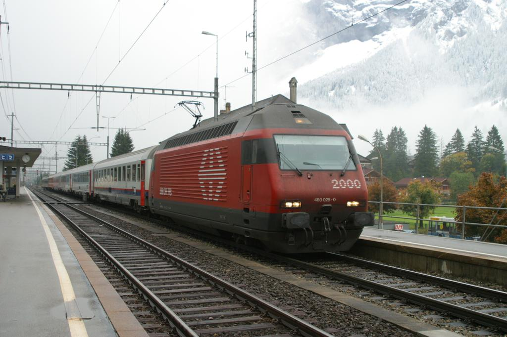 Photo d'une Re 460 000-118, Prise à Kandersteg le 5 octobre 2003 04:23