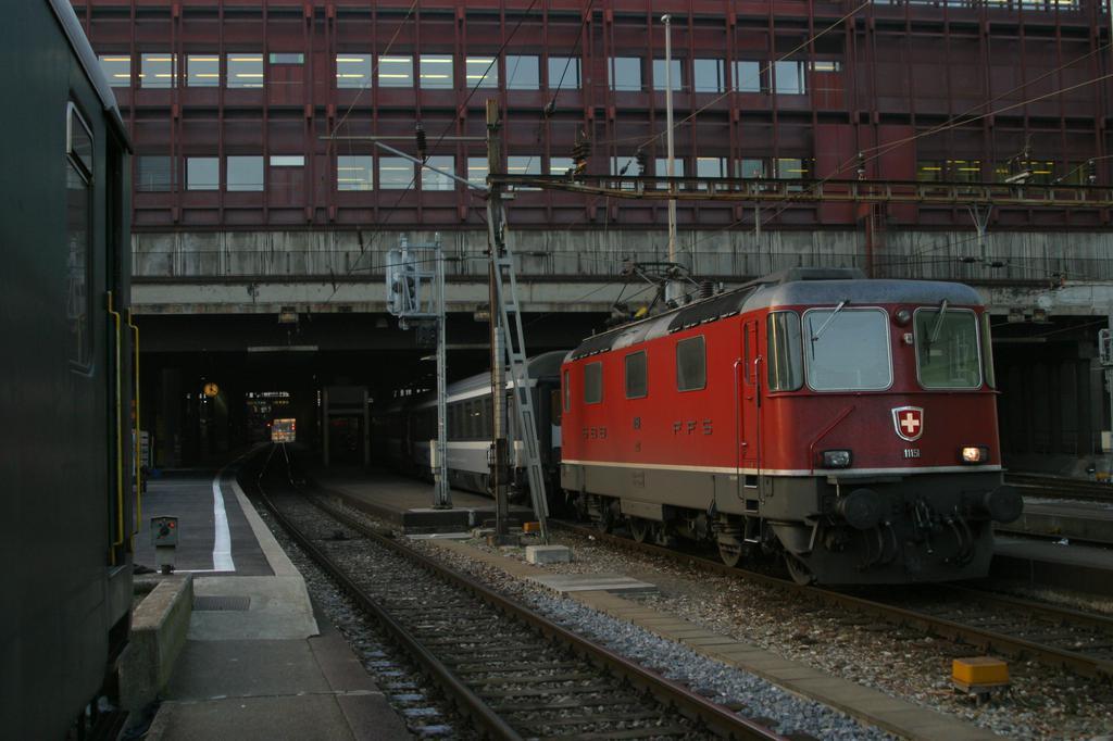 Photo d'une Re 420 (Re 4/4 II) 11101-11155, Prise à Basel SBB le 9 décembre 2003 04:00