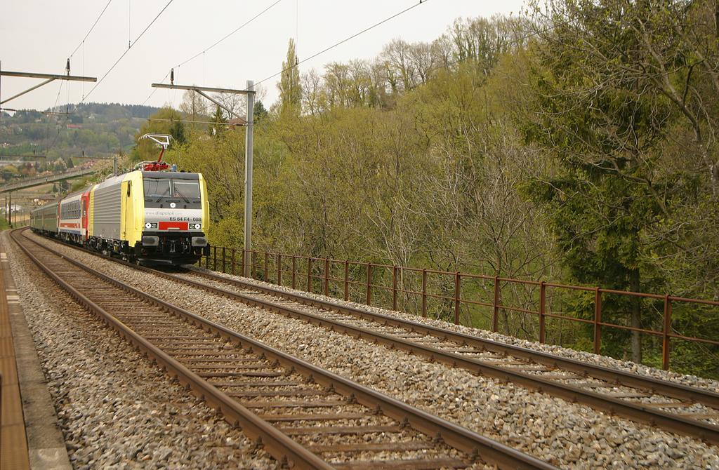 Photo d'une ES 64 F4, Prise à Bossière le 28 avril 2004 02:44