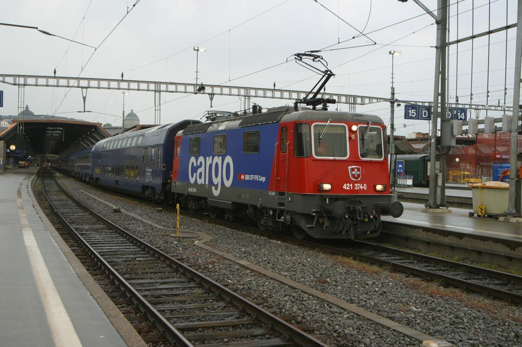 Photo d'une Re 421 371-397 sans 382???, Prise à Zürich HB le 4 mai 2004 07:37