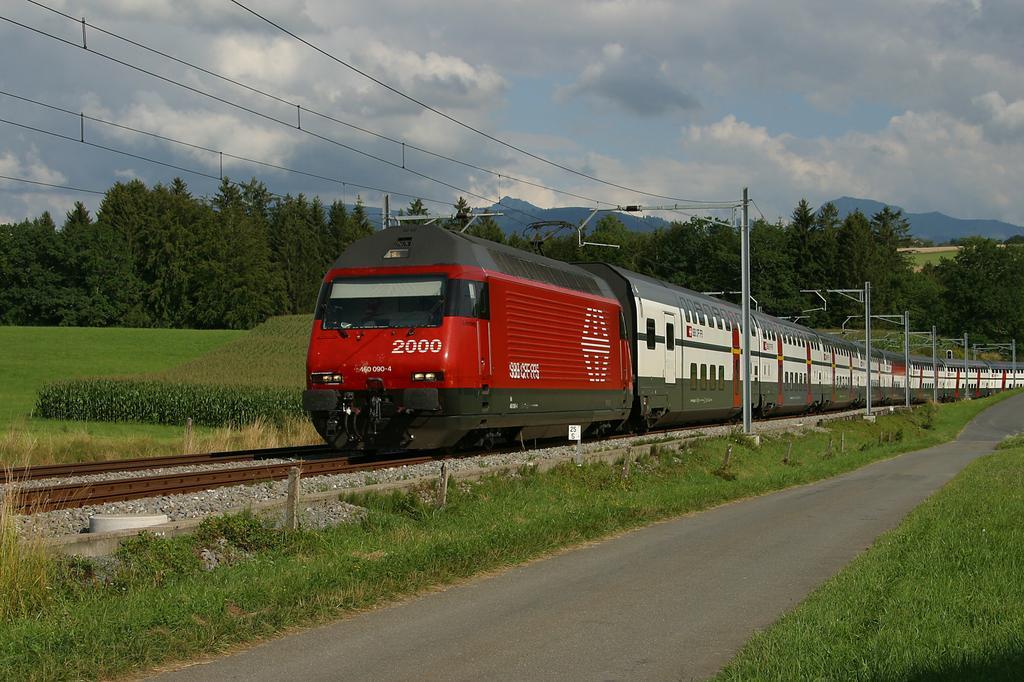 Photo d'une Re 460 000-118, Prise à Oron le 11 août 2004 05:26