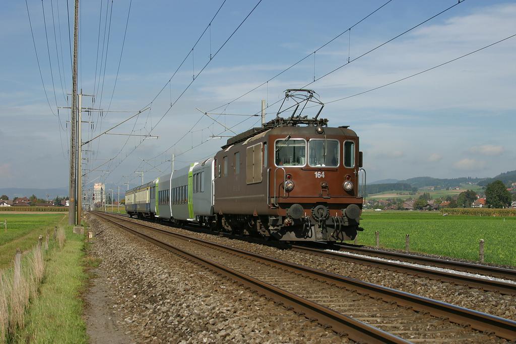 Photo d'une Re 4/4 161-195, Prise à Kiesen le 30 septembre 2004 02:00