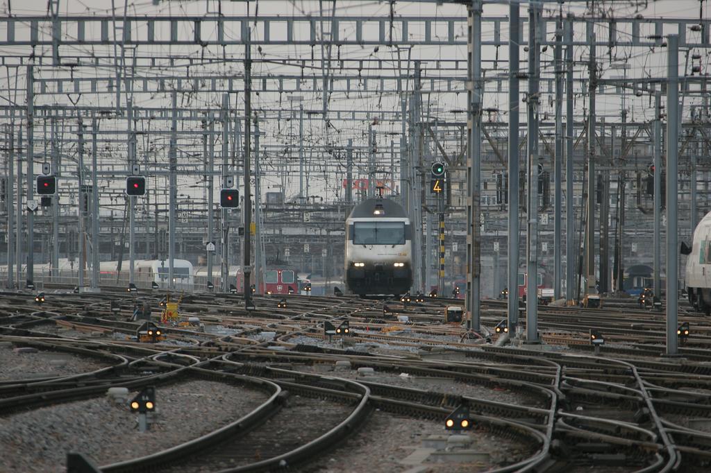 Photo d'une Re 460 000-118, Prise à Zürich HB le 11 mars 2005 05:32