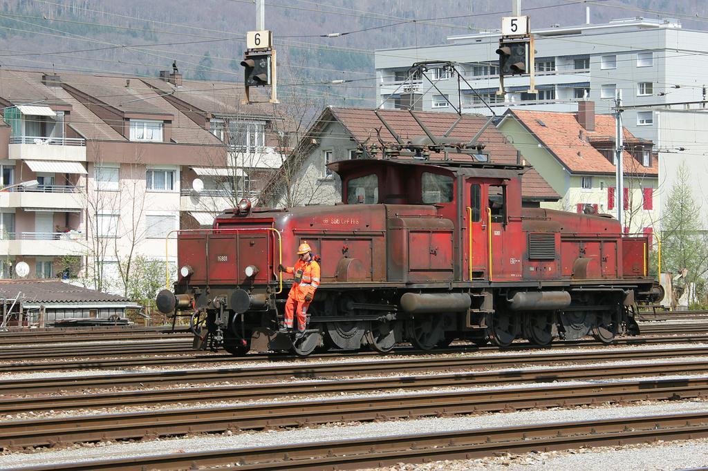 Photo d'une Ee 6/6 16801-16802, Prise à Biel Mett le 6 avril 2005 01:30