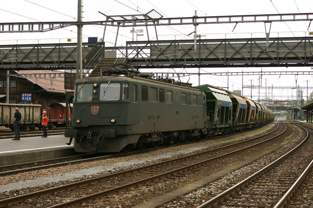 Photo d'une Ae 610 (Ae 6/6) 11403-11520, Prise à St. Gallen St. Fiden le 10 mai 2005 03:10