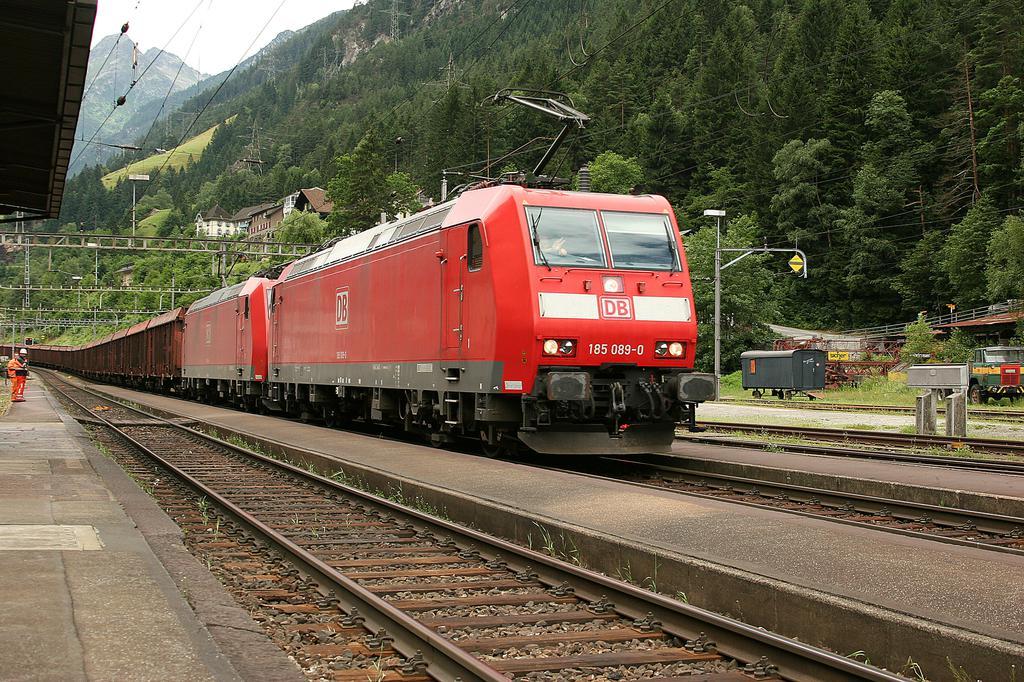 Photo d'une BR 185, Prise à Gurtnellen le 6 juillet 2005 10:08