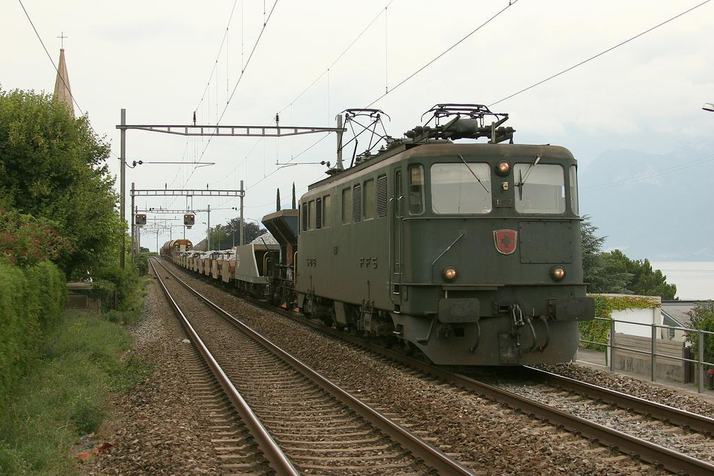 Photo d'une Ae 610 (Ae 6/6) 11403-11520, Prise à Vilette (VD) le 11 août 2005 03:43