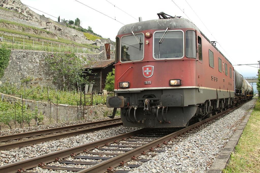 Photo d'une Re 620 (Re 6/6) 11605-11689, Prise à St-Saphorin le 14 juin 2013 01:48