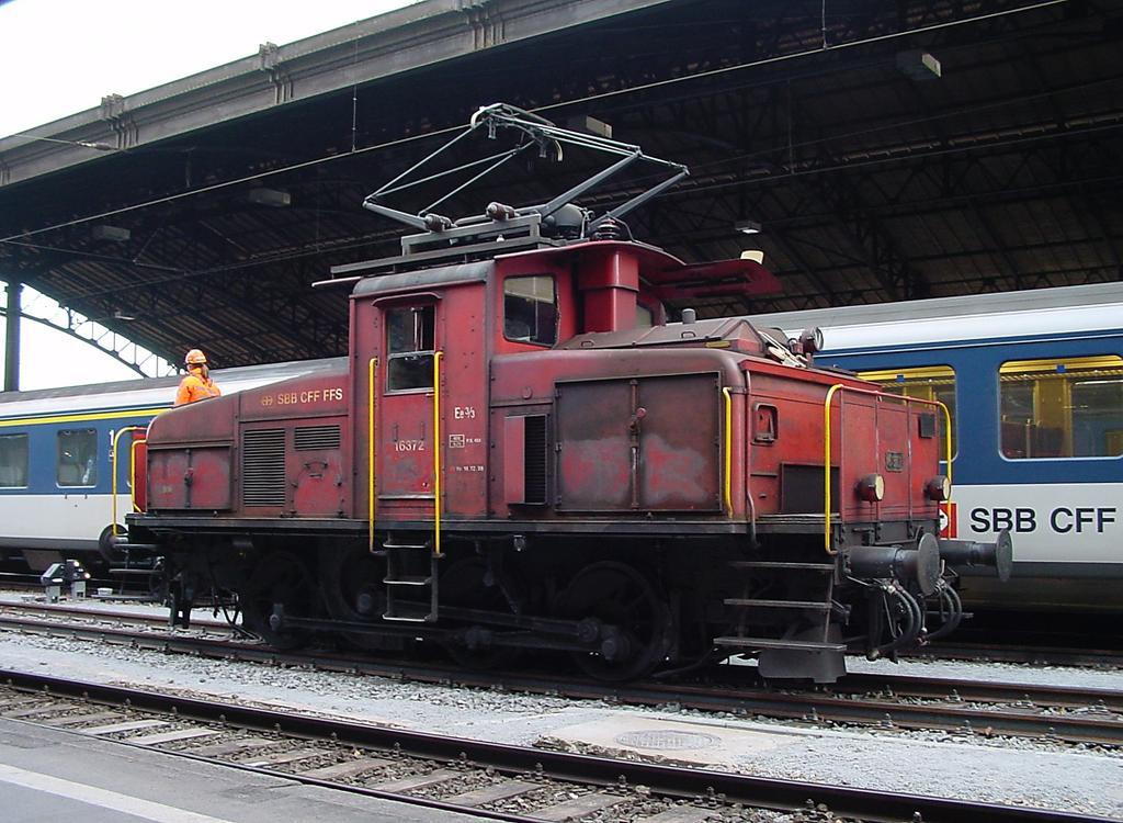 Photo d'une Ee 3/3 16351-16376, Prise à Lausanne le 21 décembre 2001 12:21