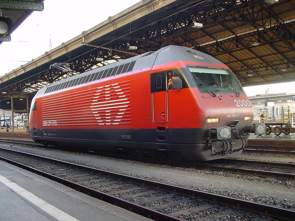 Photo d'une Re 460 000-118, Prise à Lausanne le 21 décembre 2001 02:16