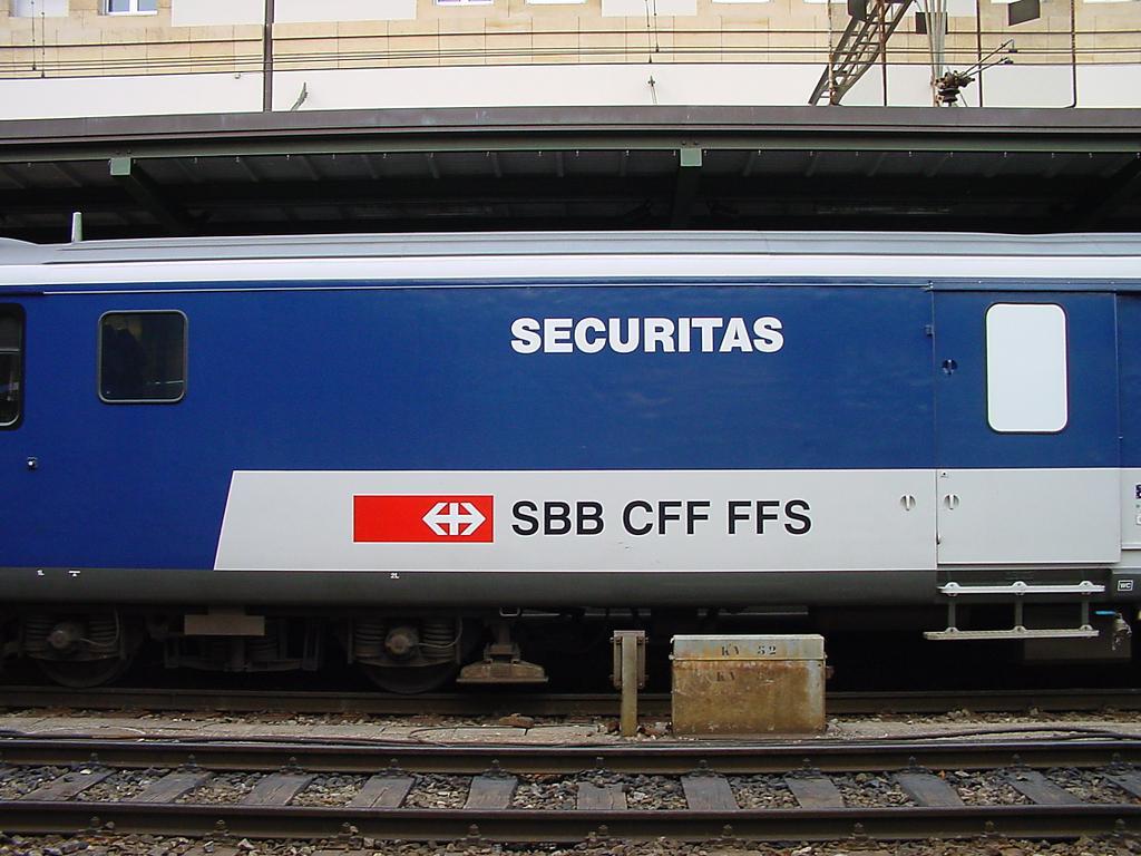 Photo d'une St 50 85 89-33 900-3, Prise à Lausanne le 21 décembre 2001 03:41