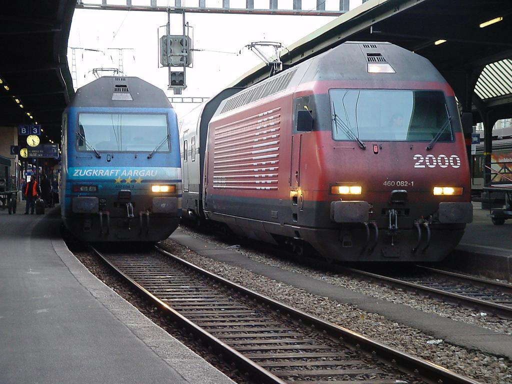 Photo d'une Re 460 000-118, Prise à Genève le 25 décembre 2001 04:27
