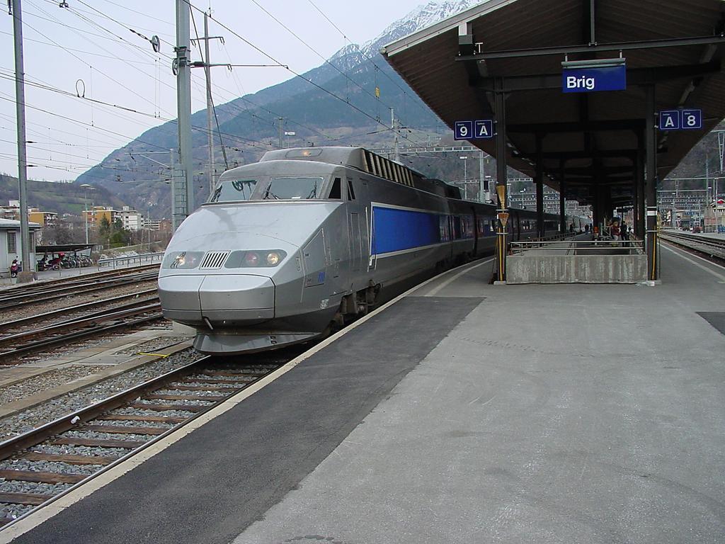 Photo d'une TGV, Prise à Brig le 16 mars 2002 04:41