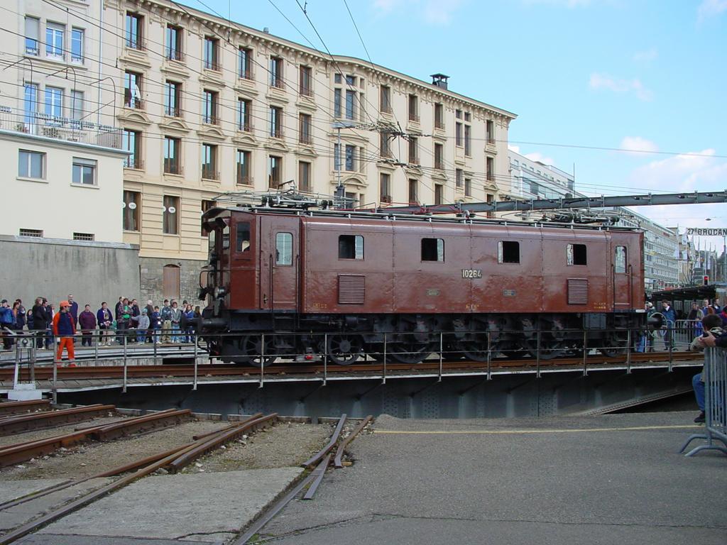 Photo d'une Ae 3/6 III 10264, Prise à Lausanne le 23 mars 2002 01:43