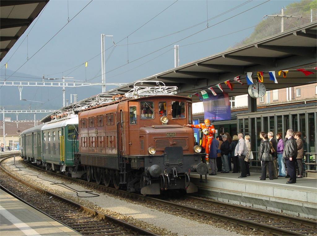 Photo d'une Ae 3/6 I 10664 10700, Prise à Olten le 20 avril 2002 06:01