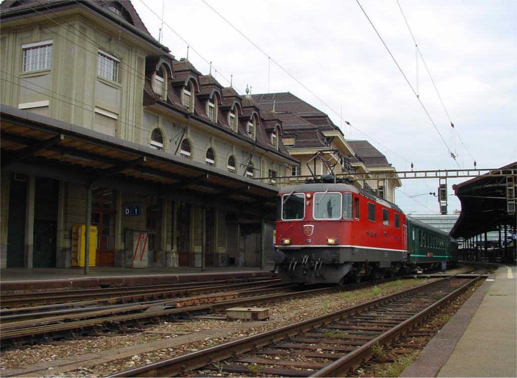 Photo d'une Re 420 (Re 4/4 II) 11101-11155, Prise à Lausanne le 19 mai 2002 06:31