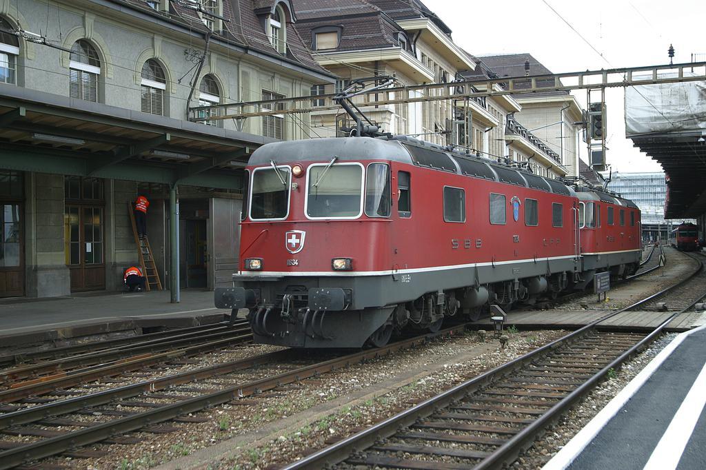 Photo d'une Re 620 (Re 6/6) 11605-11689, Prise à Lausanne le 12 juillet 2002 01:26