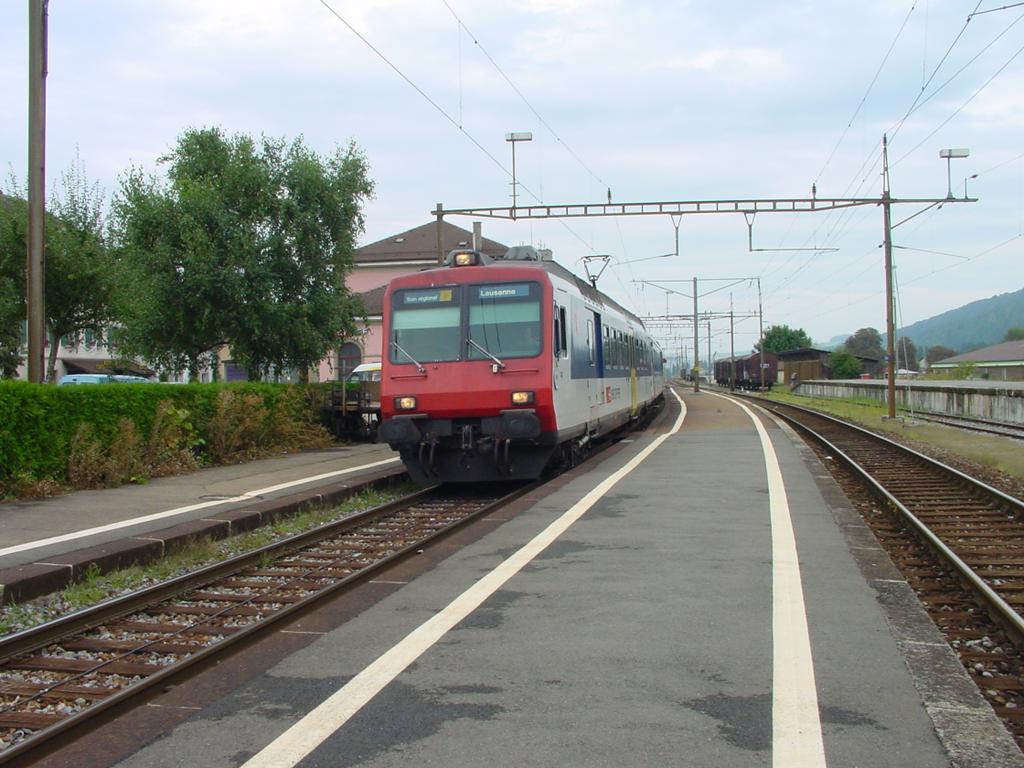Photo d'une RBDe 560 001-083 100-135, Prise à Moudon le 26 août 2002 03:55