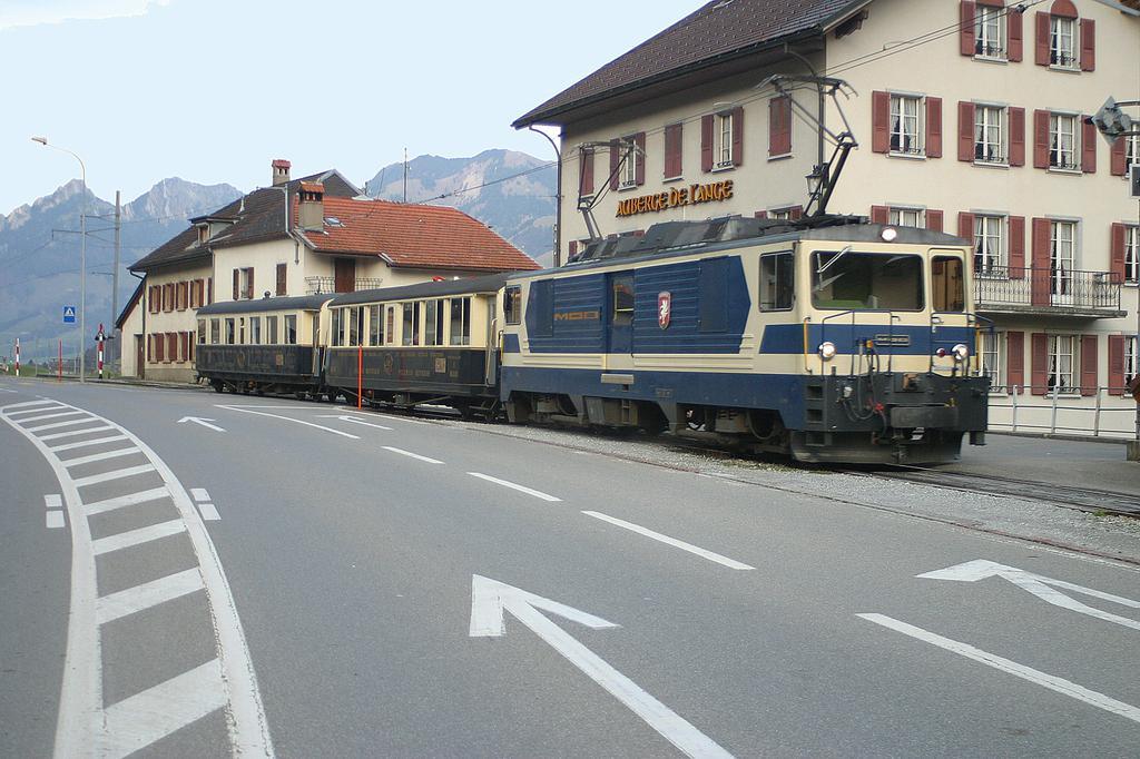 Photo d'une GDe 4/4 6001-6004, Prise à Albeuve le 30 octobre 2002 04:31