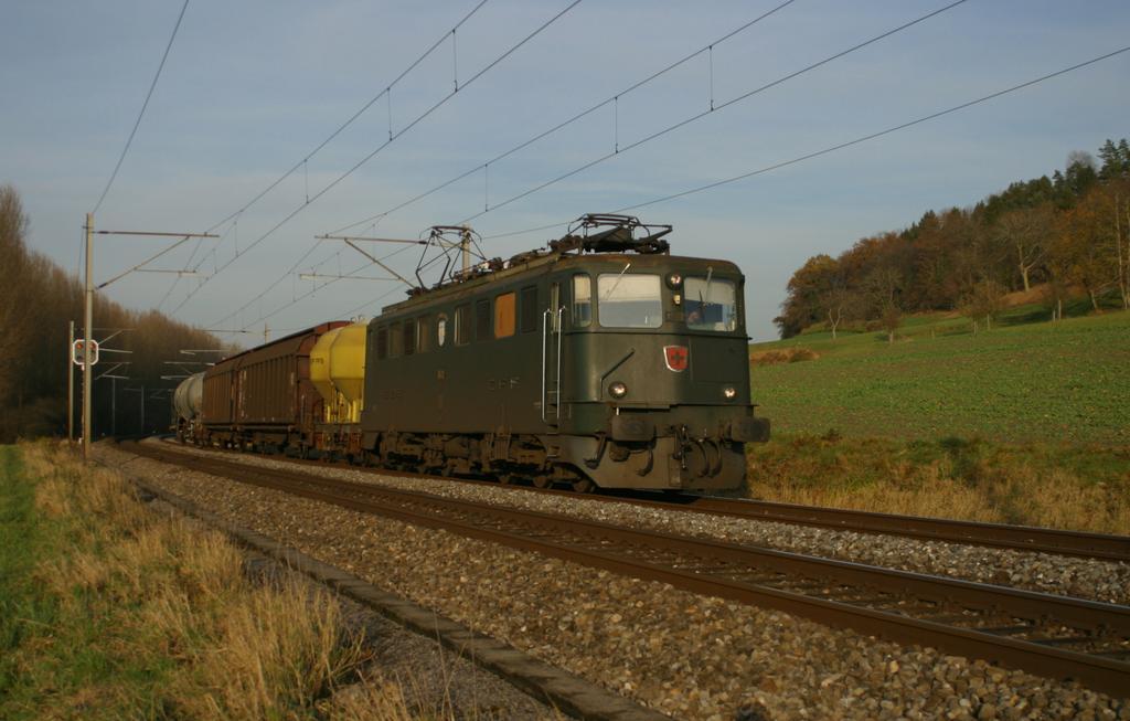 Photo d'une Ae 610 (Ae 6/6) 11403-11520, Prise à Essert-Pittet le 13 novembre 2002 03:45