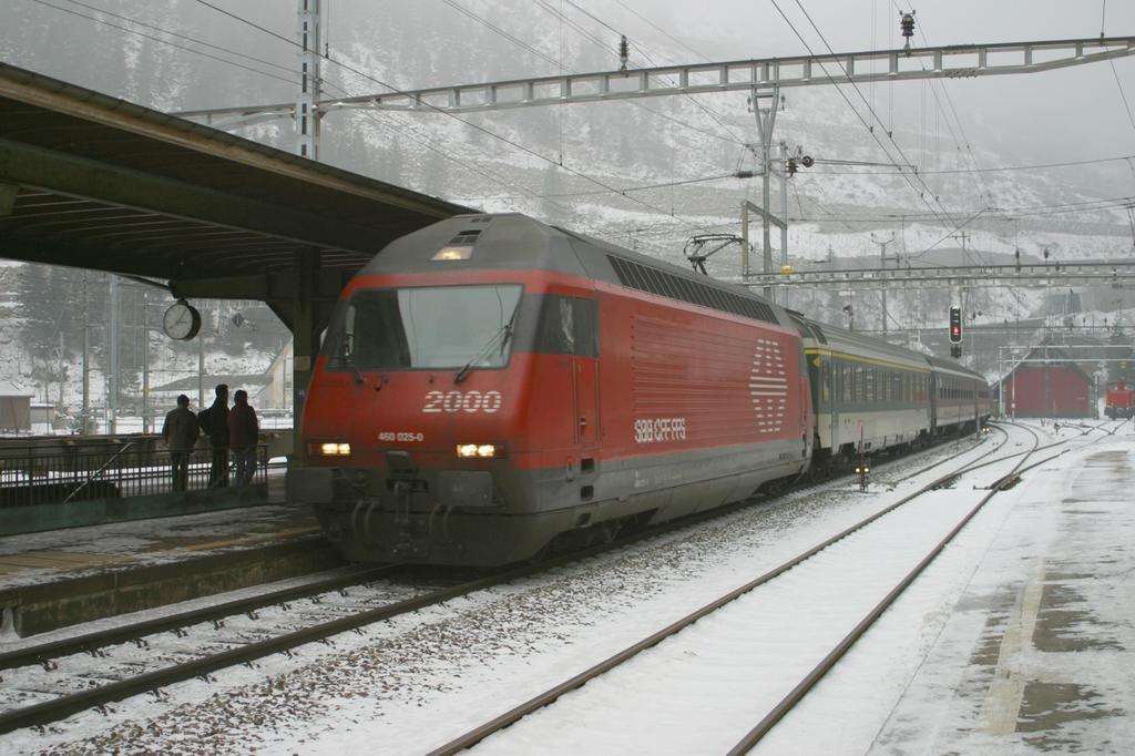 Photo d'une Re 460 000-118, Prise à Göschenen le 10 janvier 2003 03:06
