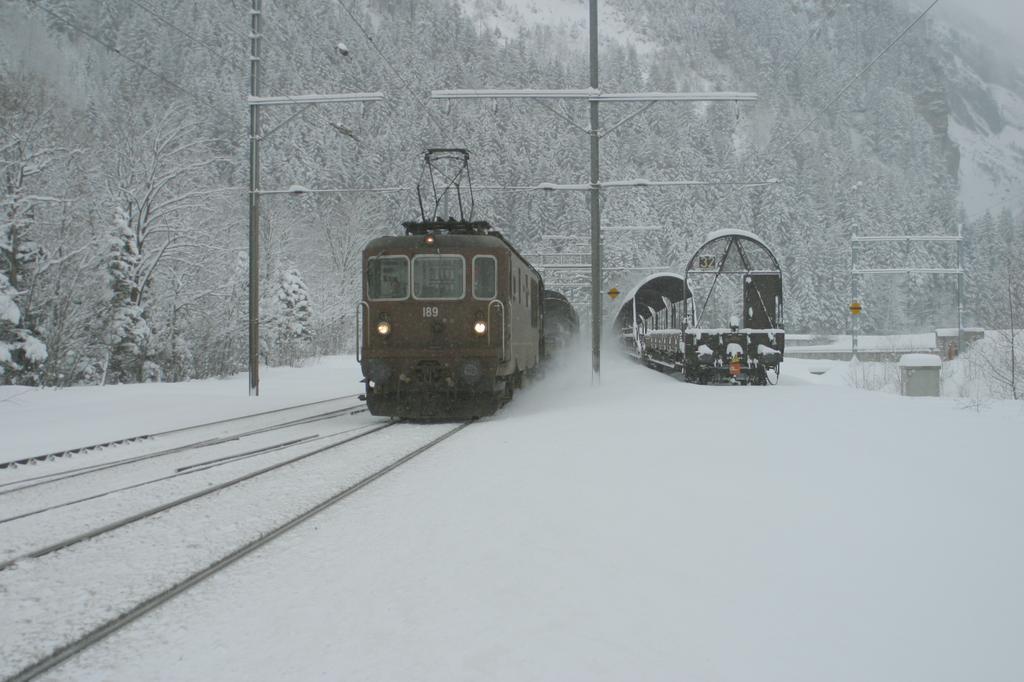 Photo d'une Re 4/4 161-195, Prise à Kandersteg le 30 janvier 2003 03:52