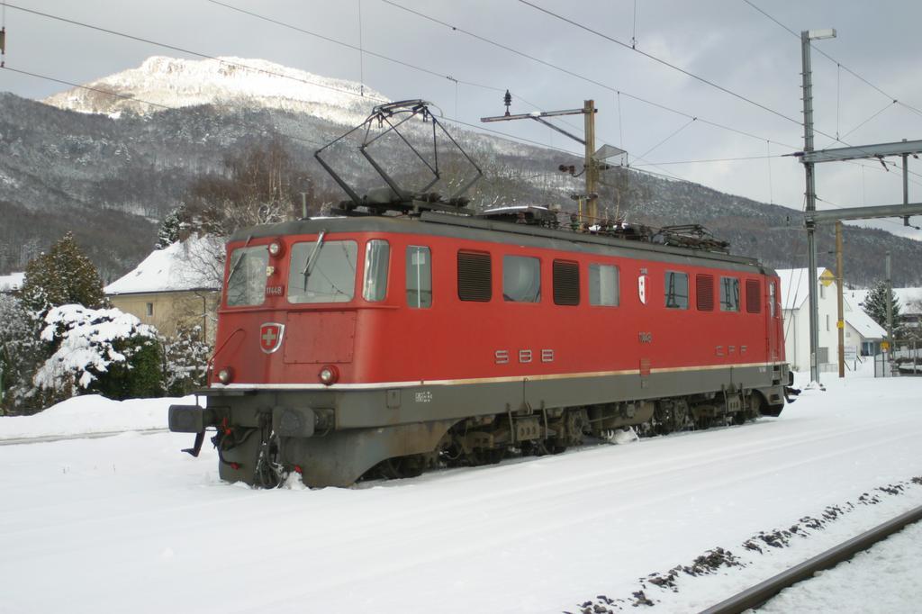Photo d'une Ae 610 (Ae 6/6) 11403-11520, Prise à Oensingen le 6 février 2003 02:59