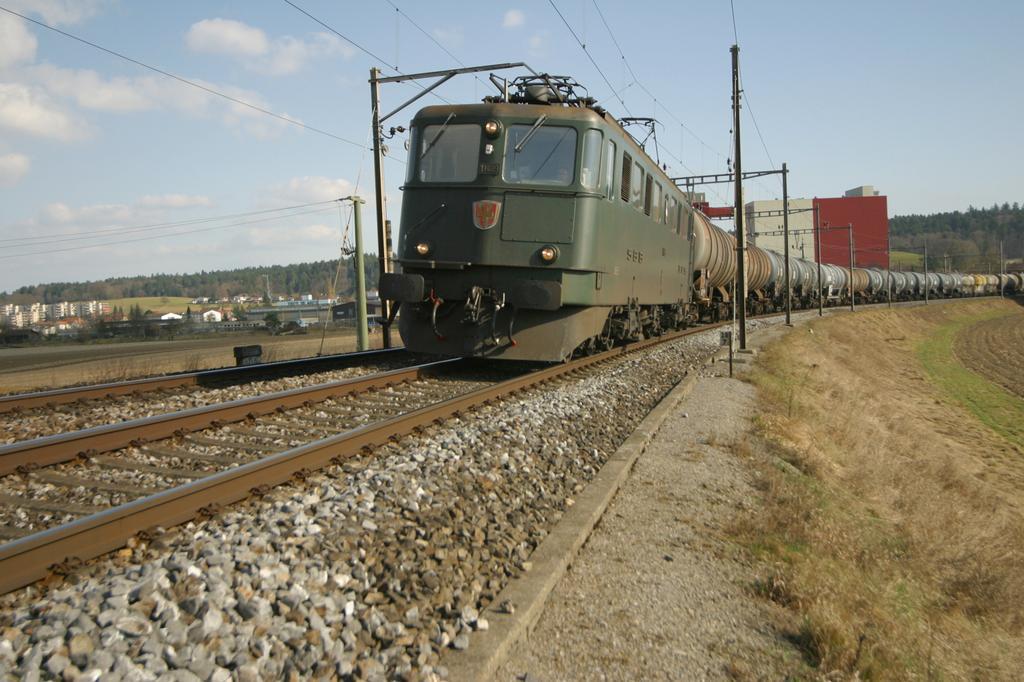 Photo d'une Ae 610 (Ae 6/6) 11403-11520, Prise à Schüpfen le 13 mars 2003 03:24