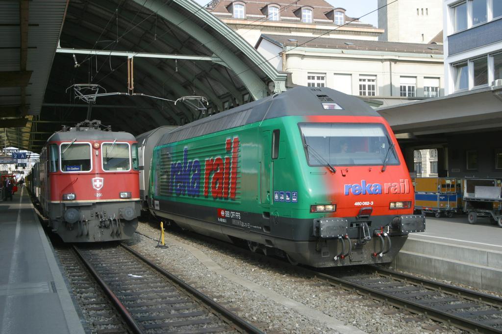 Photo d'une Re 460 000-118, Prise à St. Gallen le 1 avril 2003 04:00