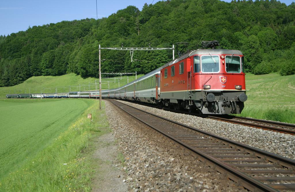 Photo d'une Re 420 (Re 4/4 II) 11156-11171 11173-11281 11283-11311 11313-11349 11371-11397, Prise à Burgdorf le 23 mai 2003 04:56