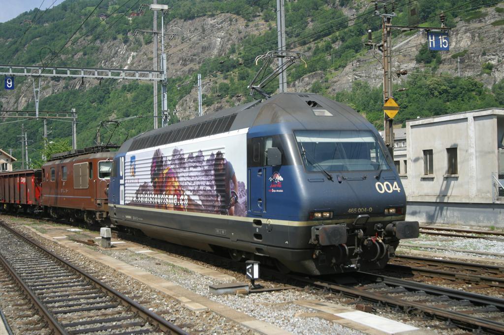 Photo d'une Re 465 001-018, Prise à Brig le 17 juin 2003 11:44