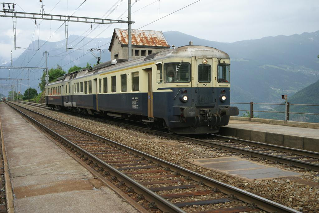 Photo d'une ABDe 535 751-754, Prise à Hohtenn le 17 juin 2003 06:04