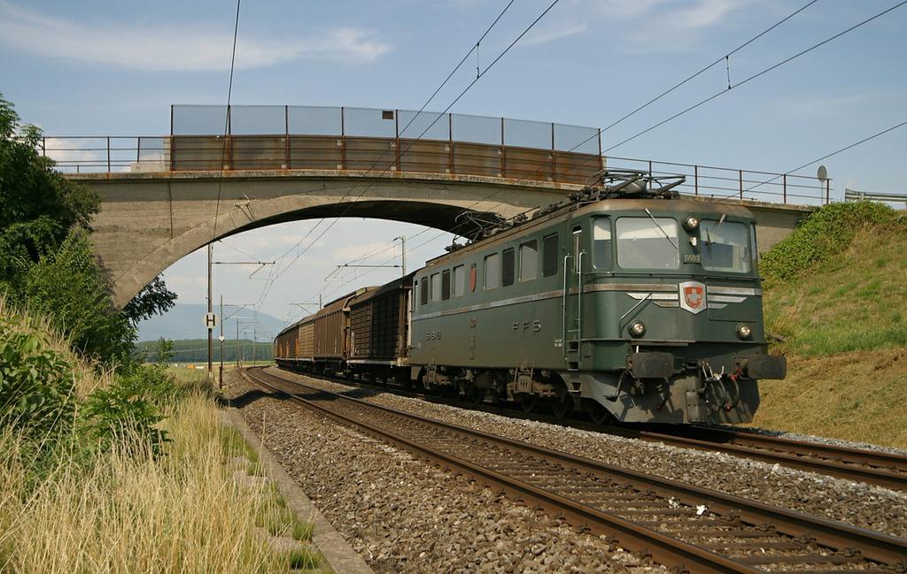 Photo d'une Ae 610 (Ae 6/6) 11403-11520, Prise à Essert-Pittet le 11 juillet 2003 04:05