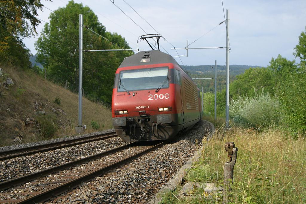 Photo d'une Re 460 000-118, Prise à Vallorbe le 14 août 2003 05:52