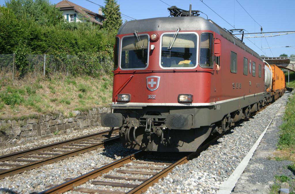 Photo d'une Re 620 (Re 6/6) 11605-11689, Prise à Bussigny le 22 août 2003 04:08
