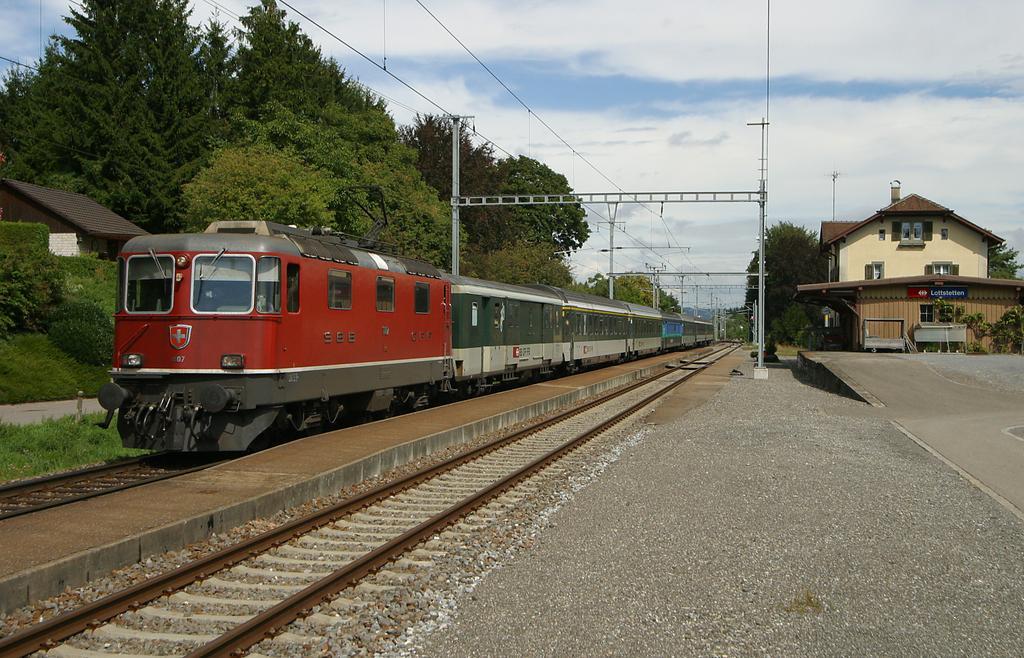 Photo d'une Re 420 (Re 4/4 II) 11101-11155, Prise à Lollstetten le 8 septembre 2003 02:13