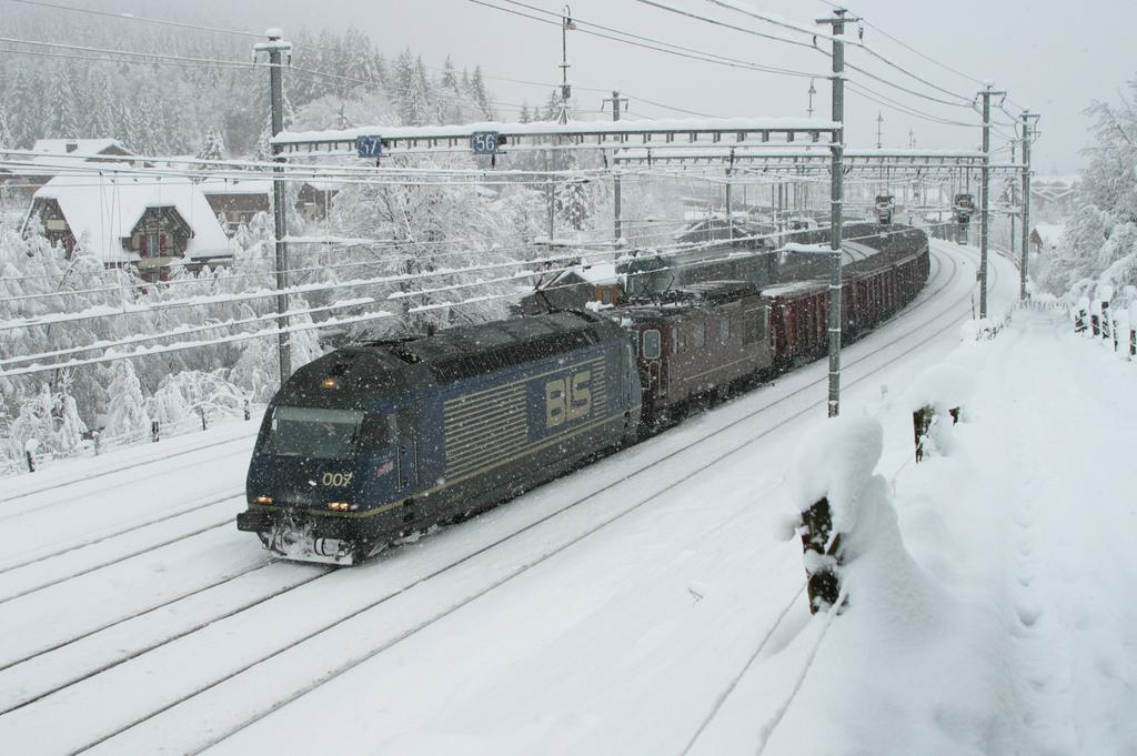 Photo d'une Re 465 001-018, Prise à Kandersteg le 28 novembre 2003 10:46