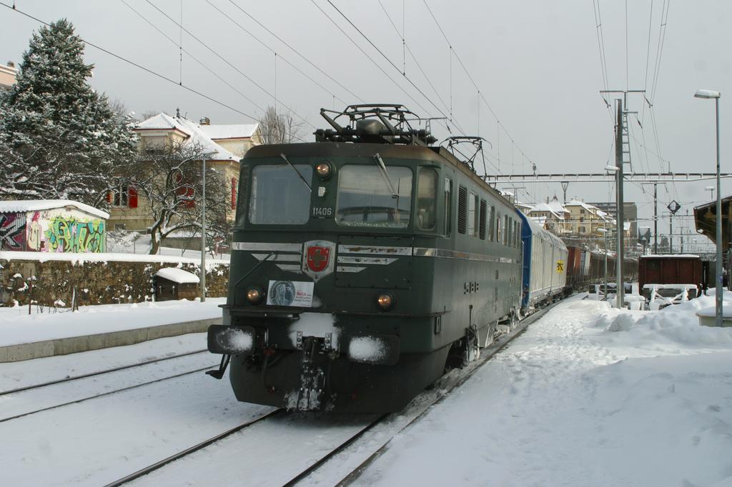 Photo d'une Ae 610 (Ae 6/6) 11403-11520, Prise à Neuchâtel-Serrières le 29 janvier 2004 11:16