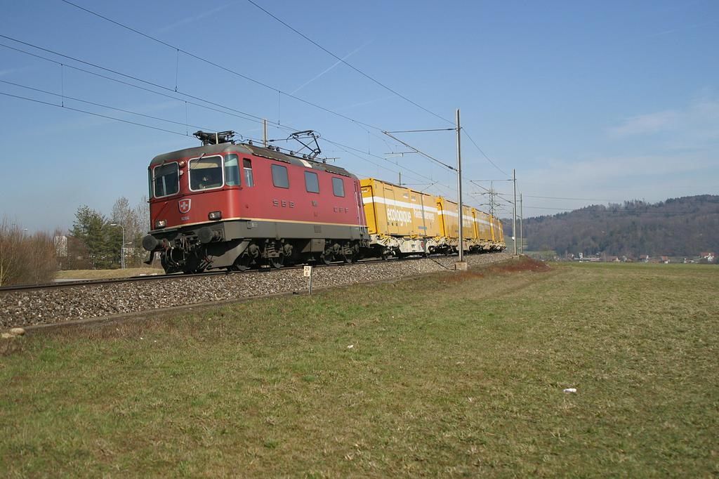 Photo d'une Re 420 (Re 4/4 II) 11156-11171 11173-11281 11283-11311 11313-11349 11371-11397, Prise à Othmarsingen le 15 mars 2004 01:32