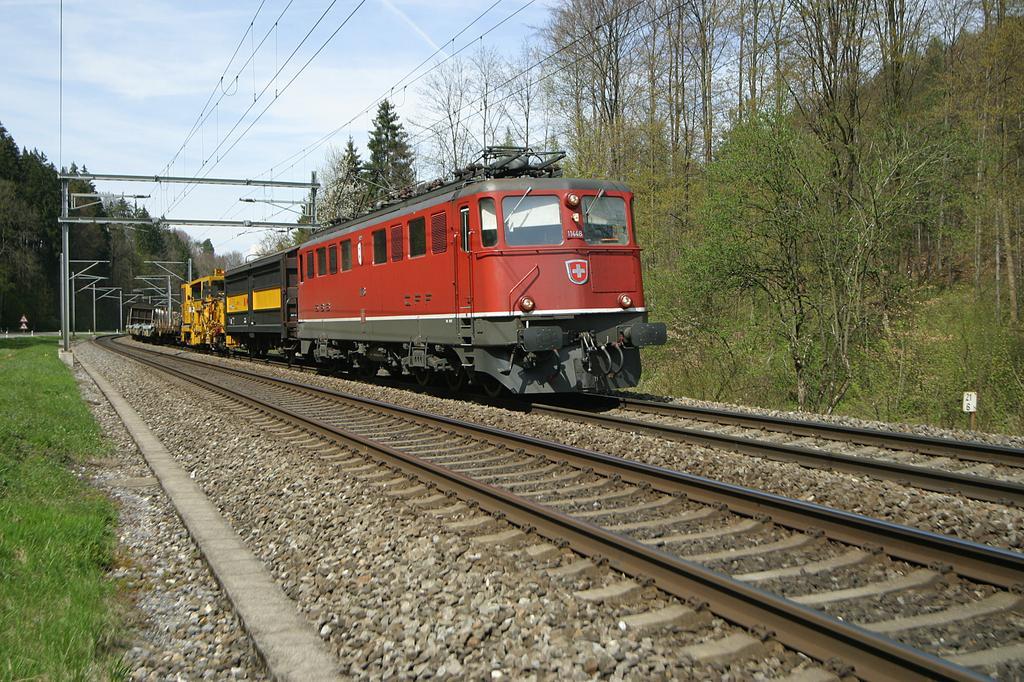 Photo d'une Ae 610 (Ae 6/6) 11403-11520, Prise à Kemptthal le 22 avril 2004 02:48