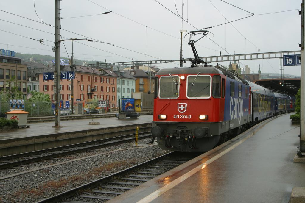 Photo d'une Re 421 371-397 sans 382???, Prise à Zürich HB le 4 mai 2004 07:44